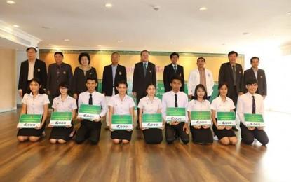 นักศึกษาสาขาวิชาพุทธศาสนศึกษาที่ได้รับทุนจากคณะกรรมการส่งเสริมกิจการมหาวิทยาลัย ประจำปี 2559