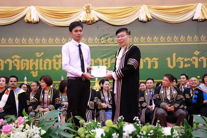 ขอแสดงความยินดีกับนายเอกพล สมการ ที่ได้รับเกียรติบัตรนักศึกษาที่สอบได้คะแนนสูงสุดเป็นอันดับ  ๒ ของคณะครุศาสตร์ ประจำปีการศึกษา ๒๕๖๐