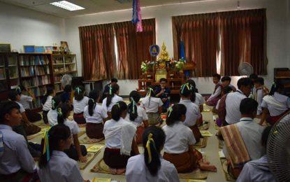 นศ.สาขาวิชาพุทธศาสนศึกษาร่วมอนุรักษ์การแต่งกายแบบไทย ๆ เพื่อร่วมกิจกรรมทำวัตรสวดมนต์เย็นทุกวันพฤหัสบดี ประจำปีการศึกษา 2562